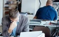 احساس تنهایی در محیط کار به اندازه کشیدن ۱۵ سیگار در روز از عمر افراد می کاهد